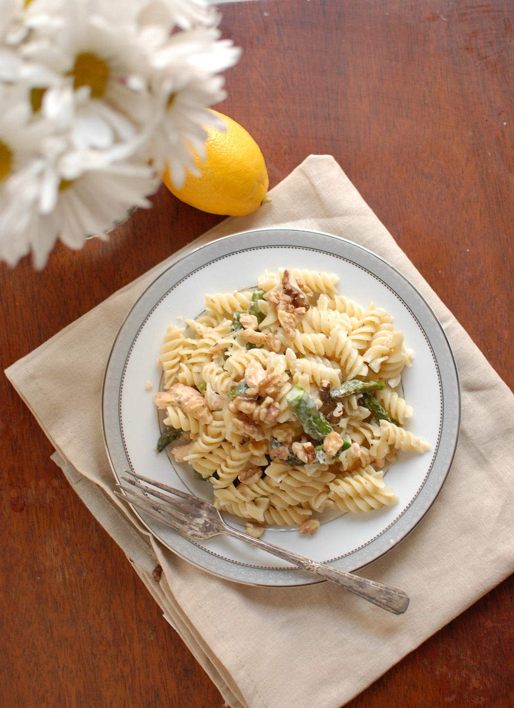 Salmon And Asparagus Pasta With Walnuts