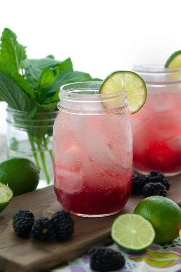 Blackberry Mint Mocktail! A refreshing summer beverage! #mocktail #cocktail #blackberry #mint #mojito